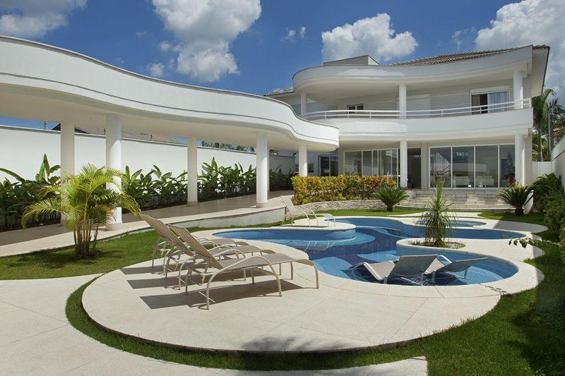 Construindo minha casa clean casa com fachada piscinas e for Piscina interior casa