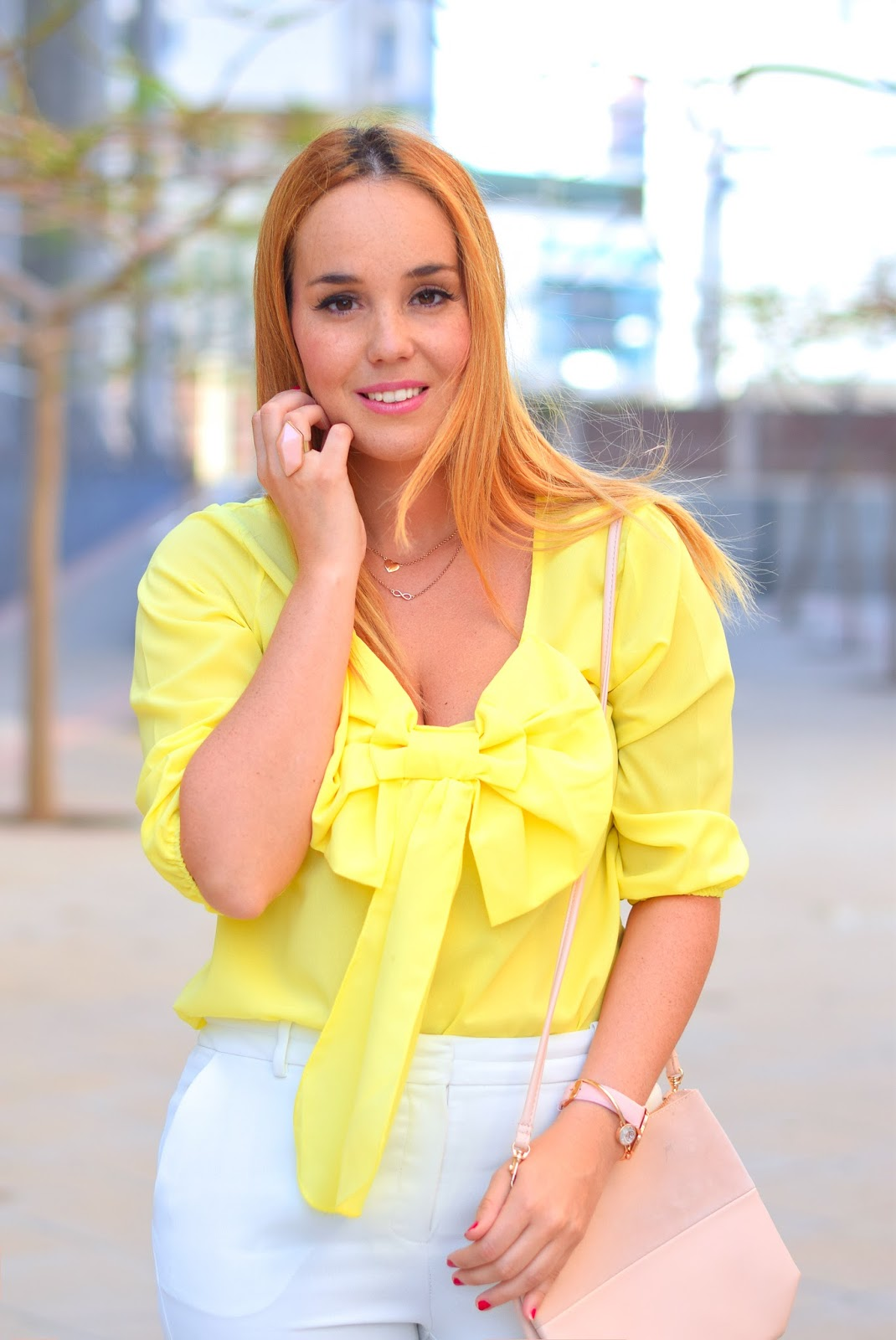 nery hdez, lalalilo, cluse , blonde, white pants, bow blouse, blusa con lazo