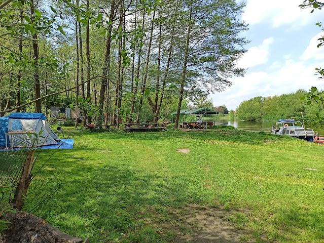pole namiotowe nad rzeką Przystań Kowale w Obornikach