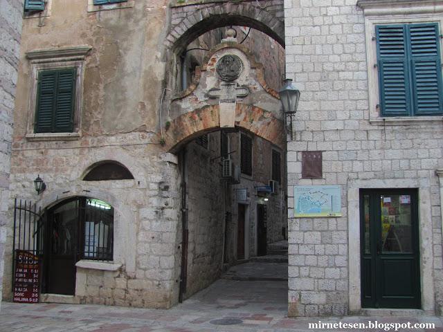 Котор - вход в венецианскую крепость