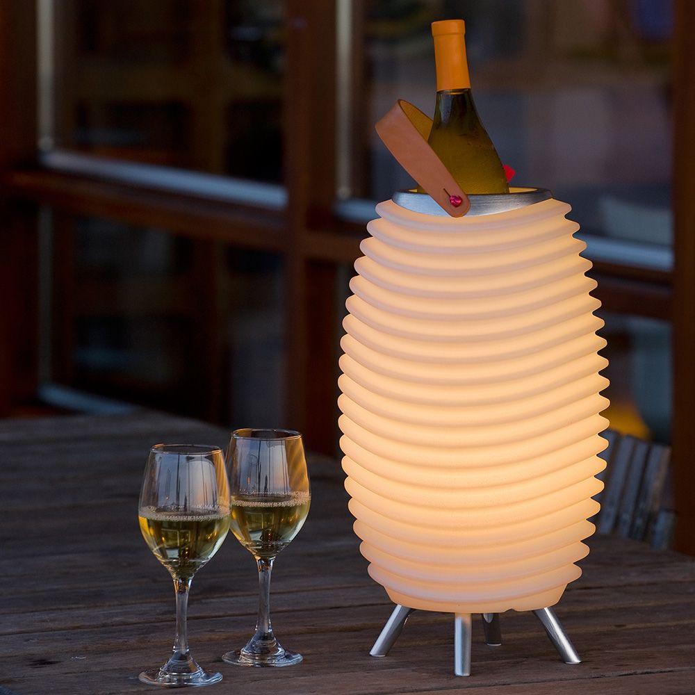 lampada altoparlante Kooduu che sembra una lanterna e diventa anche secchiello per il ghiaccio