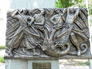 Золотоноша. Сквер. Памятник Чёрным запорожцам