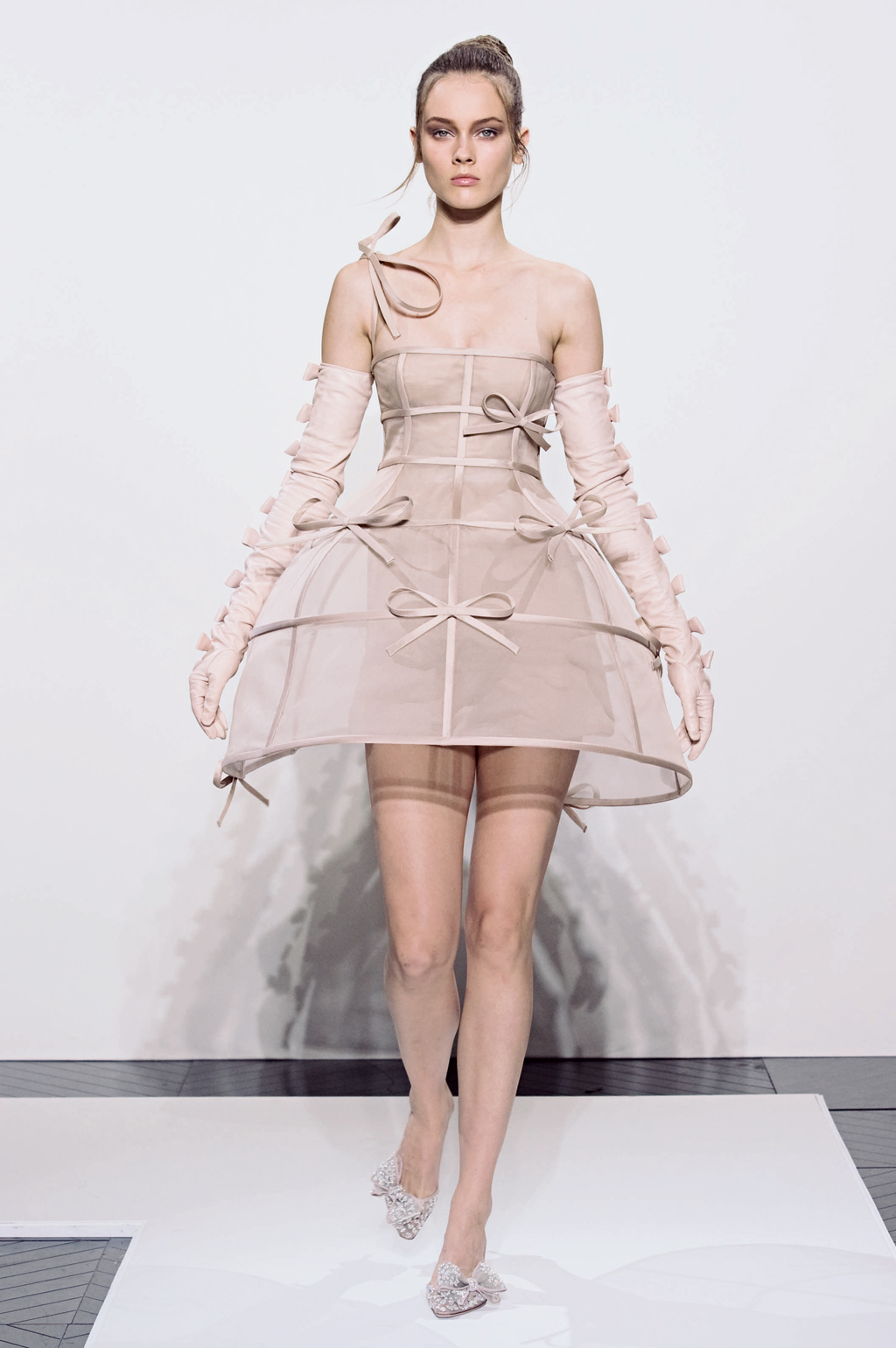 Byelisabethnl runway valentino f w 2010 11 haute couture for Haute couture translation