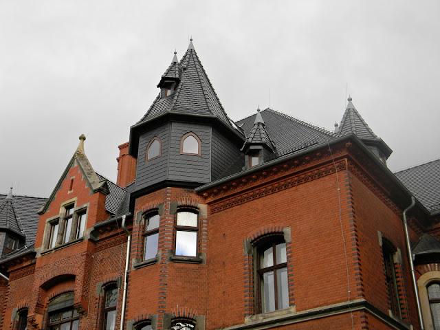 Pałac w Wąsowie jest bardzo interesującą budowlą.
