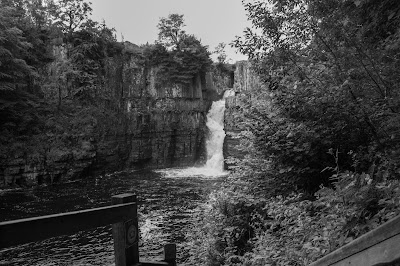 Monochrome photo of the waterfall.