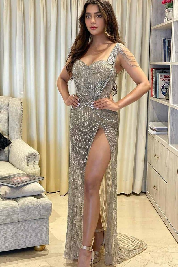 Actress Ruhi Dilip Singh Latest Hot Photos