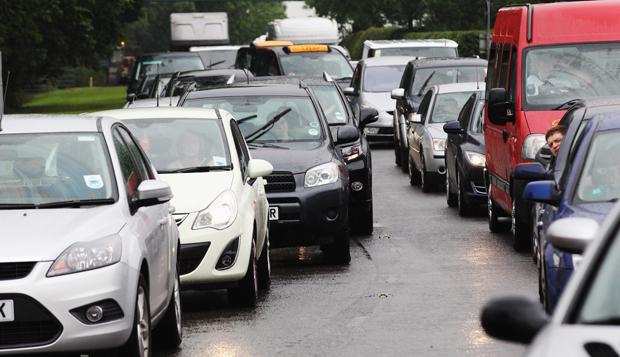 Licenciamento de veículos com placas terminadas em 5 e 6 tem o prazo até sábado