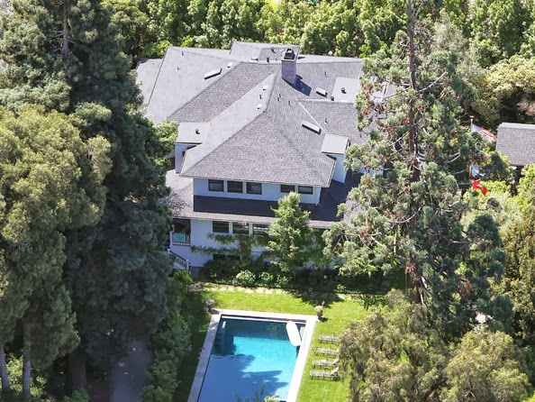 It is far from being the greatest defender of privacy on the Internet. In real life, however, he attaches great importance. Mark Zuckerberg bought four houses surrounding his property in Palo Alto, for 30 million dollars. The price of peace.