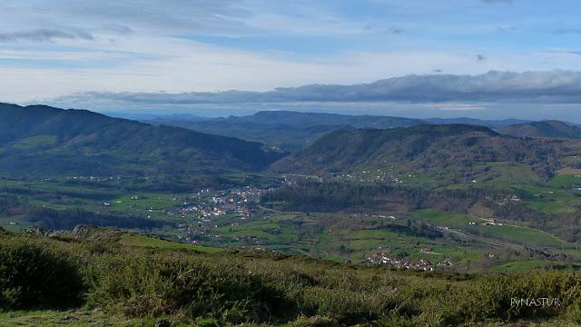 Infiesto, Monte Cayón y Sierra de Ques desde El Cerro del Tombu