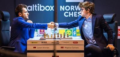 Levon Aronian face au champion du monde d'échecs Magnus Carlsen