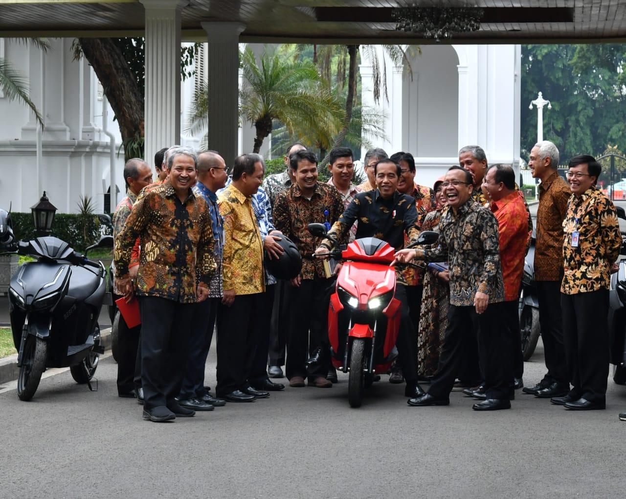 Pencitraan Jokowi tak Diminati kaum Milenial