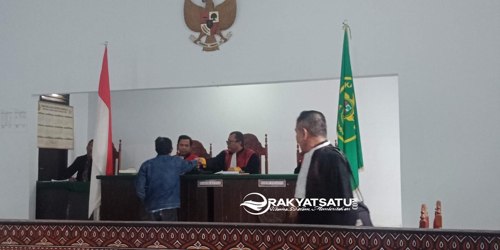 Hanya Didampingi Anaknya, Ketua KPPS PSU Rantebua Terima Vonis Hukuman dari Hakim