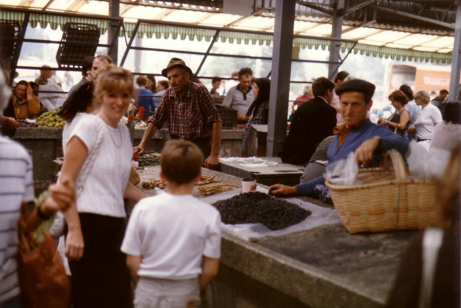 novella, Ceaușescu diktatúra, gyermekkor, piac, élelmiszerbolt, 80-as évek, John Squier