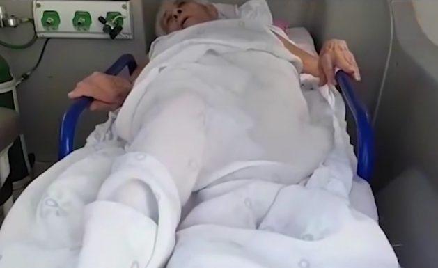 Idosa de 80 anos é levada a banco em ambulância para comprovar vida