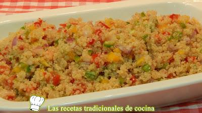 Ensalada de quinoa con vinagreta de pimiento