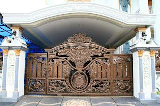 pintu gerbang dorong besi tempa mewah untuk rumah klasik