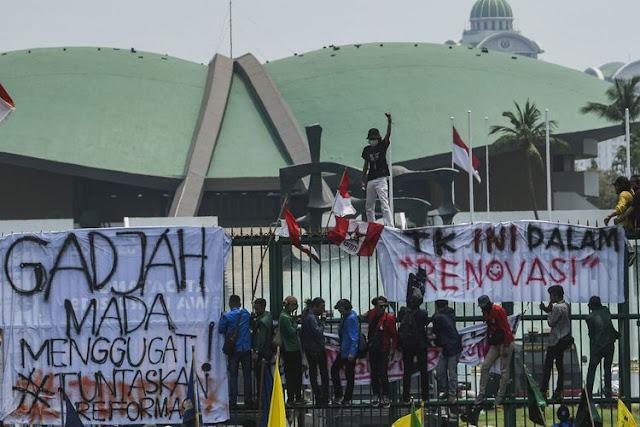 IHSG Merosot Karena Aksi Demonstrasi Di Beberapa Kota