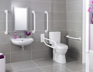 Desain kamar mandi yang aman untuk manula