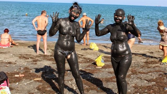 Стотици туристи идват в Поморие заради лечебната кал
