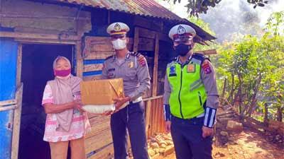 Jumat Barokah Polres Solok Berikan Bantuan Sembako kepada Nirlan