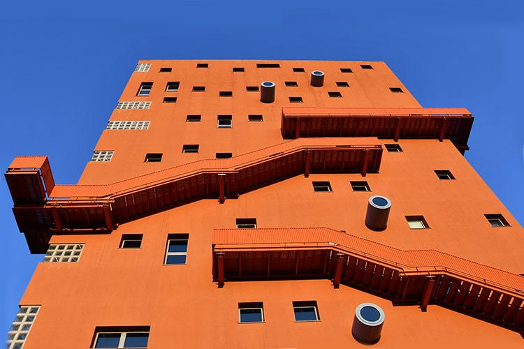 Edifici colorati nel mondo: IULM6 a Milano