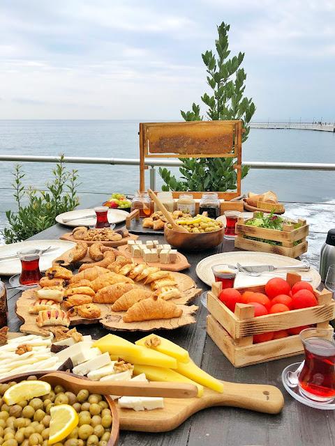 Cotyora Restaurant'da yöresel kahvaltı