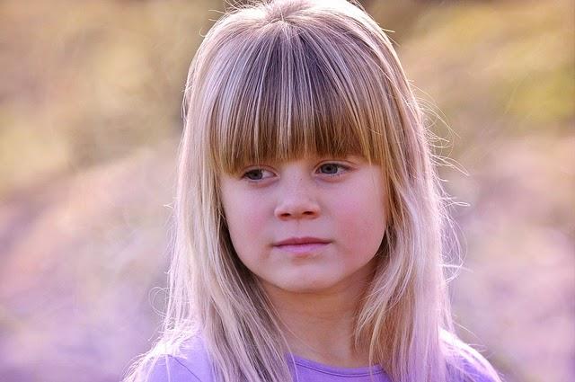 Gratis gambar anak berambut pirang