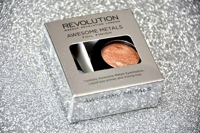 Makeup Revolution foliowy cień do powiek Rose Gold + makijaż.