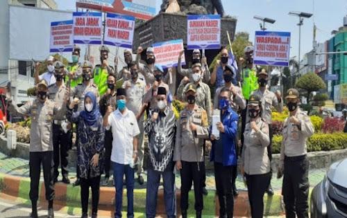 Calon Wali Kota Binjai Bersama Kapolres Bagikan Masker