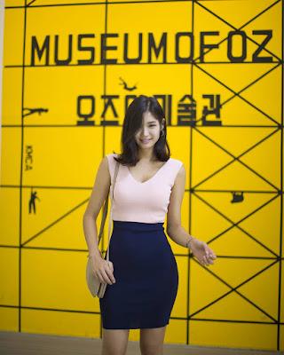 Lee Hee Eun pakai rok mini super seksi dan manis