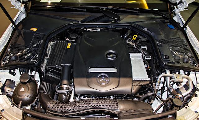 Động cơ Mercedes C300 Coupe 2017 vận hành mạnh mẽ và vượt trội