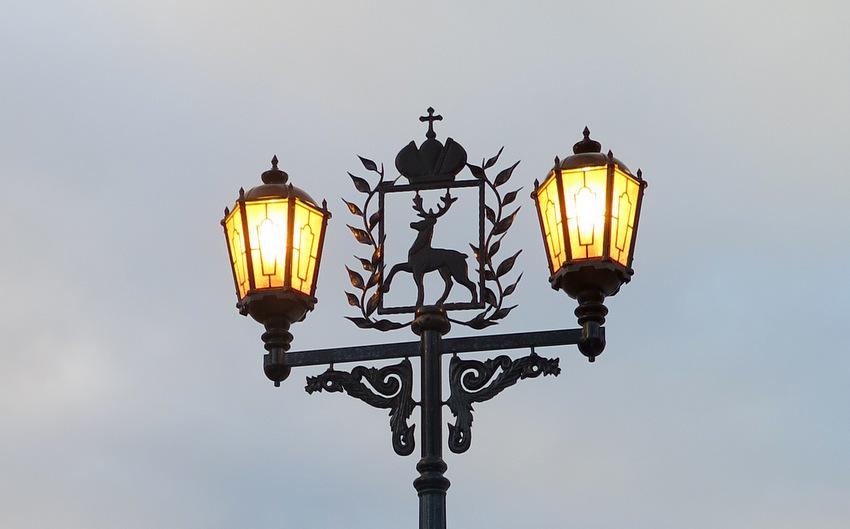Олень - стилизованный герб города.