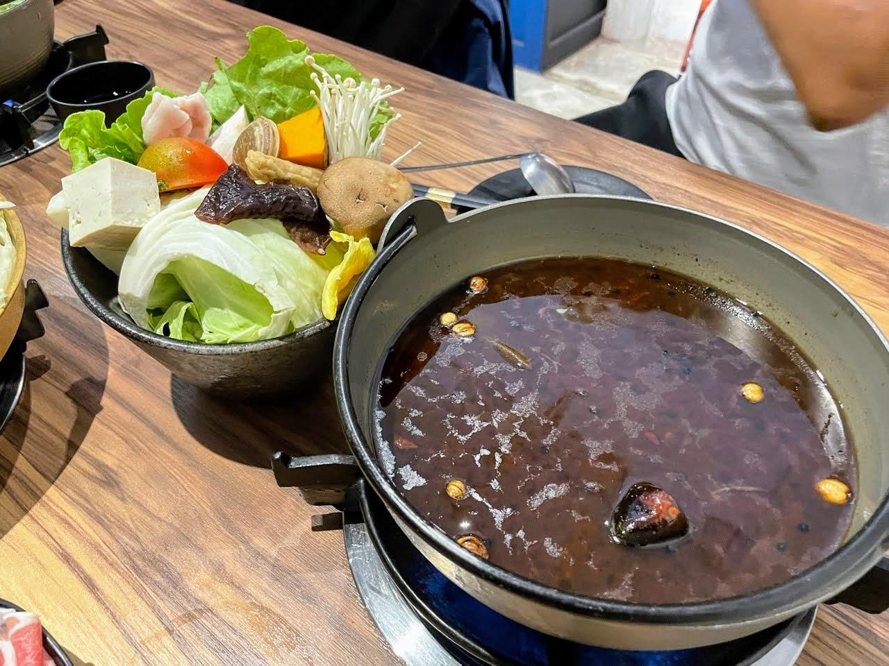 【台北|大安區】咕咕咕嚕-大安店|日式火鍋與韓式銅盤烤肉一次大滿足|大安火鍋推薦|大安銅盤烤肉推薦