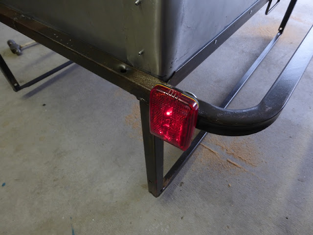 light on bike trailer
