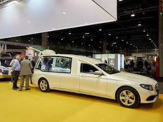 Corbillard limousine Mercedes Aura en exposition