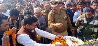 शहीद रमेश रंजन का पार्थिव शरीर पहुंचा उनके गांव देव टोला, उनको नमन करने के लिए लगा हजारों की भीड़