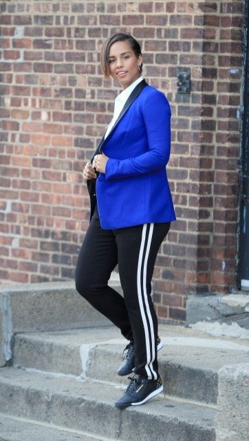 Astonishing House Of Glitz Video Alicia Keys Films New Reebook Hairstyle Inspiration Daily Dogsangcom