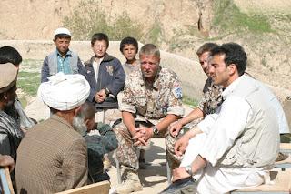 Samtale med landsbyboere i Afghanistan