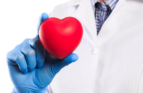 "Penyakit Atrial Myxoma Pada Tubuh Manusia Pengertian Atrial Myxoma Atrial myxoma adalah tumor jinak (non kanker) yang dimulai dari lapisan jantung (endocardium). Sebanyak 90% dari atrial myxoma terjadi di dalam atrium, biasanya pada atrium kiri dan pada dinding (septum) yang memisahkan dua sisi jantung.  Tanda dan Gejala Atrial Myxoma Tanda dan gejala atrial myxoma adalah sebagi berikut ini : Kesulitan bernapas Perasaan ringan pada kepala Pusing Nyeri dada Pembengkakan pada kaki Pingsan Sesak Demam Turunnya berat badan Palpitasi Nyeri otot Stroke baru dapat disebabkan oleh penumpukan darah yang berpindah dari tumor ke otak. Darah pada paru-paru dapat menyebabkan kesulitan bernapas. Pada kasus yang berat, gejala juga termasuk kulit yang membiru, batuk, dan kuku yang melengkung (clubbing), dan ketidaknyamanan secara umum. Mungkin masih ada gejala yang belum di sebutkan, jika memiliki sebuah keluhan silahkan di konsultasikan ke dokter.  Penyebab Atrial Myxoma 90% kasus myxoma tidak diketahui penyebabnya (sporadis). Sekitar 10% diperkirakan diwariskan oleh keluarga (familial) dari generasi ke generasi. myxoma turunan pertama kali terjadi rata-rata pada usia 25.  Faktor Risiko Atrial Myxoma Ada faktor-faktor tertentu yang dapat meningkatkan risiko atrial myxoma, diantaranya : Gender Wanita memiliki risiko terkena atrial myxoma lebih tinggi dari pria Usia Rata-rata usia pasien yang menderita atrial myxoma adalah 56  Nah itu dia bahasan dari penyakit atrial myxoma pada tubuh manusia. Melalui penjelasan di atas bisa diketahui mengenai pengertian, tanda dan gejala, penyebab, dan faktor risiko dari penyakit ini. Mungkin hanya itu yang bisa disampaikan di dalam artikel ini, mohon maaf bila terjadi kesalahan di dalam penulisan, terimakasih telah membaca artikel ini.""God Bless and Protect Us"""