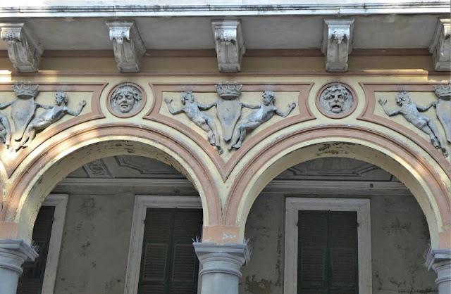 Decori nel Palazzo Bertonati