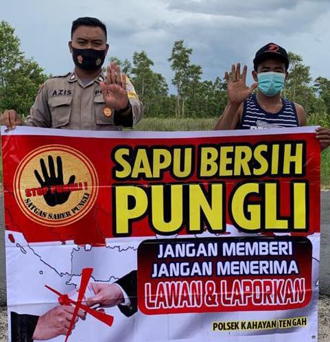 Cegah Terjadinya Pungutan Iiar Didesanya, Briptu Azis Rutin Laksanakan Sosialisasi Larangan Pungli