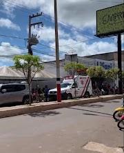Covid-19 - Movimentação intensa de ambulâncias assombra pessoas na Avenida Rio Branco em Pedreiras