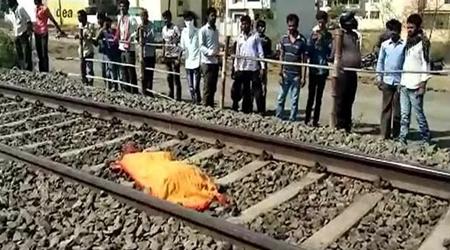 पिता के सामने बेटी को ब्लैकमेल करते थे, लाचार पिता ट्रेन के सामने कूद गया | CRIME NEWS