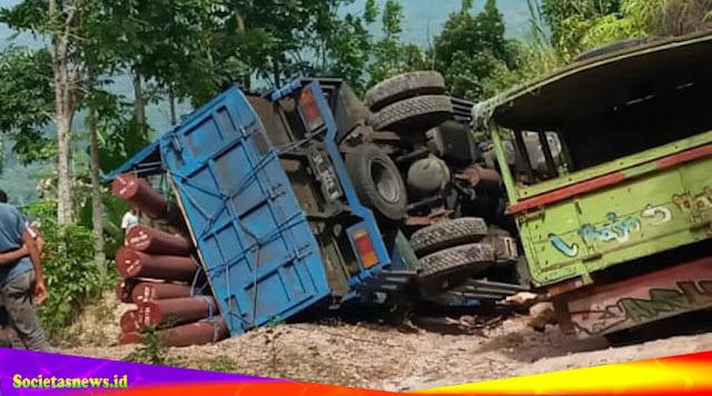 Sebuah Kecelakaan Maut; Mobil Truk Terbalik di Sanonggoang, Mabar