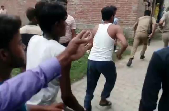 दीये जलाने को लेकर शाहजहांपुर में हुआ विवाद पुलिस पर हमला कर दरोगा की वर्दी फाड़ी