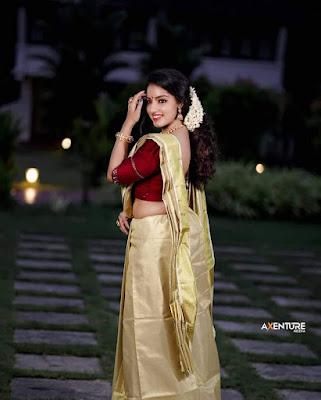 Malayalm actress Malavika Menon latest Onam photos in saree