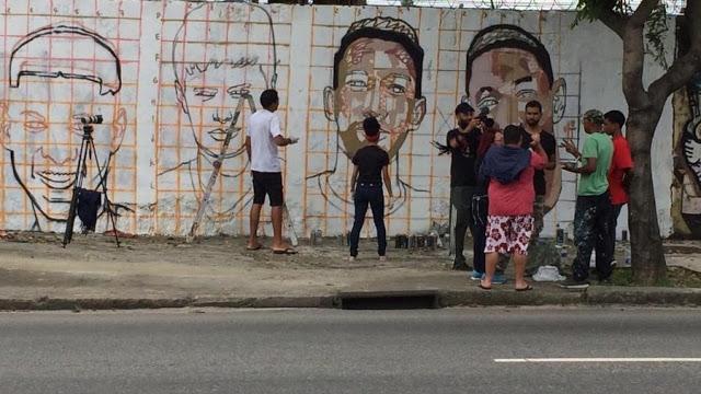 Torcedores do Fla pintam muro no Maracanã com imagens dos Garotos do Ninho