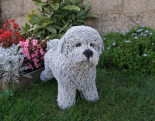 05-Bichon-Frise-Dog-Barry-Sykes-Sculptures-of-Animals-in-Wire-www-designstack-co