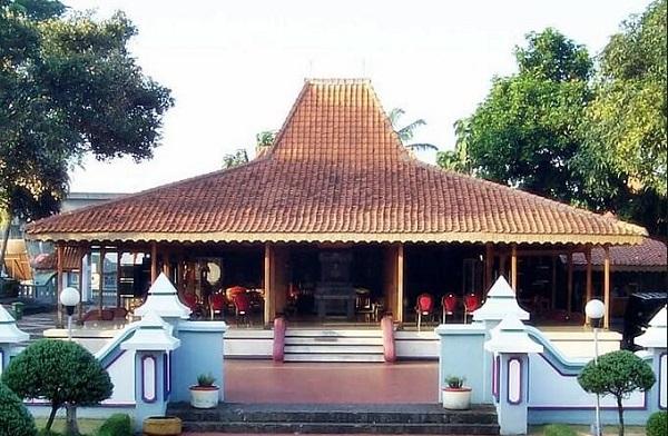 Rumah adat jawa timur (Joglo Situbondo)