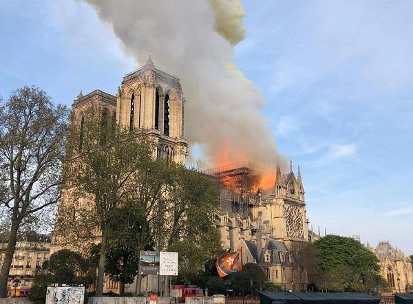 Incêndio na Igreja de Notre Dame